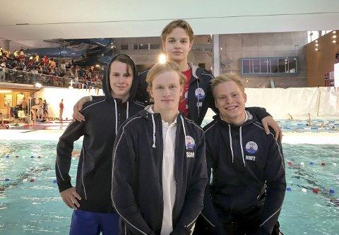 Bronselaget: Ski svømmeklubb viste svært gode takter i junior-NM og tok to individuelle medaljer, samt en bronse på 4x100 meter medley. Her er Skis stafettlag. Fra venstre: David Timmer Endal, Dag Johan Fjelde (bak), Sindre Gonsholt Molteberg (foran), og Hans-Martin Trandem. FOTO: privat