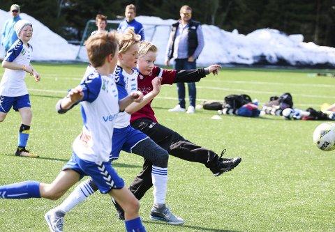 I SKUDDET: Langhus IL Fotball 1 og Markus Bønsnæs fikk det ikke helt til å stemme mot Nordstrand IF 2 på Tussebanen lørdag ettermiddag. Men det var hyggelig å være med på cup i egen regi. Og snart er det seriestart... ALLE FOTO: STIG PERSSON