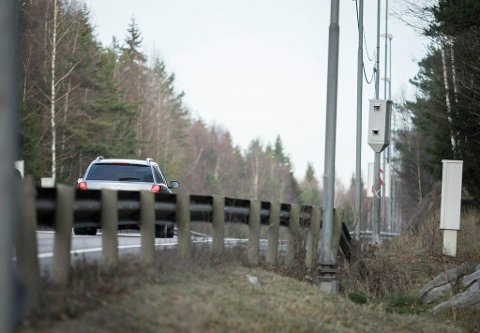 INNBRINGENDE FOTOBOKS: Fotoboksen på E18 Svartskogtoppen retning Oslo dro inn 7,4 millioner kroner i fartsbøter i fjor.