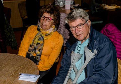 INVITERER: Berit Kristiansen og Freddy Norstrøm i Follo Parkinsonforening har fått overlege Audun Myskja som foredragsholder på kveldens møte i Ski Servicesenter. Foto: