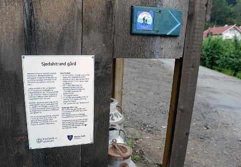 Dette er skiltet Nordre Follo kommune har hengt opp ved Sjødalstrand