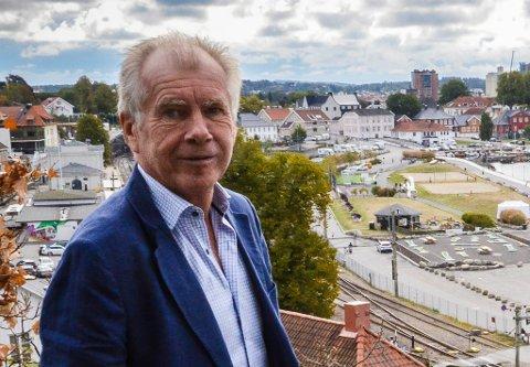 STOPPES? Siden 2018 har rådmann Jan Arvid Kristengård jobbet med omorganisering av Larvik kommune. Nå vil blant andre Per Manvik (Frp) og Hallstein Bast (MDG) stoppe ham.