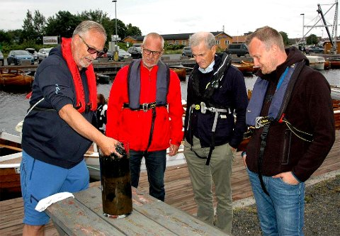 Demonstrasjon av sedimentprøve hentet fra Stavern småbåthavn – sommeren 2019.