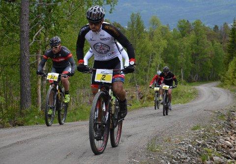 TØFFE KRAV: Store deler av Trans Østerdalen arrangeres på skogsbilveier og stier. Likevel preges rittet av de nye kravene om stasjonære løypevakter fra Norges Cykleforbund.
