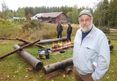 TANKEVEKKER: – Det er ikke alltid typisk norsk er så typisk norsk. Det må vi bare innse, sier Rolf Rønning, som kåserte over temaet under kulturminnedagen på Tyskeberget finnetorp.
