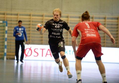 GOD: Magnus Fredriksen viste igjen at han kommer til å bli en meget viktig brikke i Elverum-mannskapet i sesongen som kommer. Han er lagets kreative kraft og mostanderens konstante hodepine.