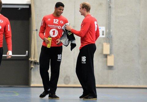 STOR OMGANG: Emil Kheri Imsgard (til venstre) sto en forrykende første omgang mot Nantes, da Elverum gikk til pause fem mål foran. Til slutt ble det 32-35-tap for elverumsingene.