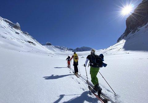 PÅ TUR: En av de mange flotte turene Torstein Vestli har vært på, gikk over Nordre Illåbrean til toppen Storjuvtinden.