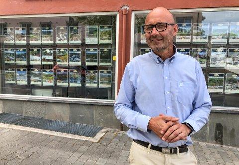 PEN VEKST: Hans Petter Carlsson og Meglerhuset Østlandet AS.