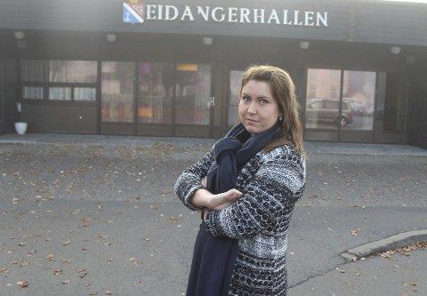 Styreleder Marlene Ånnerød Sørensen (23) syns det er trist at turngruppa til Eidanger ikke får treningstid i Eidangerhallen. Klubbens ferske kretsmestere må trene i en knøttliten gymsal på Tveten ungdomsskole.