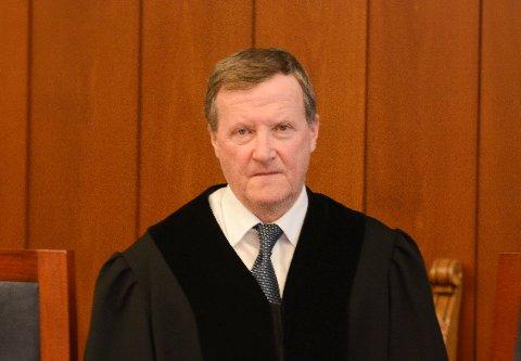 Lagmann Erik Holt spurte tiltalte om sex.