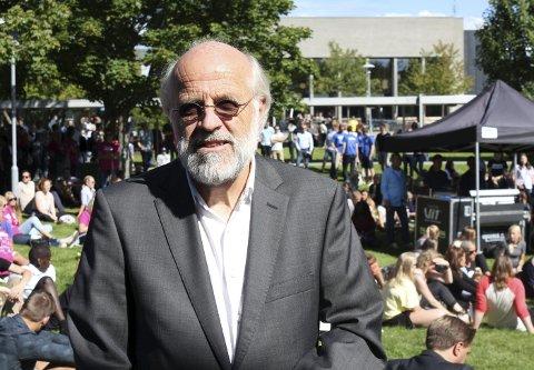 HSN-rektor Petter Aasen har kuttet støtten til studentparlamentet.