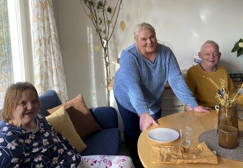– VIKTIG TILBUD: Ann Kristin Kvernberg, Vibeke Svenningsen og Olaf Steinmo er alle strålende fornøyde med det nye tilbudet fra kommunen.