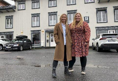 VENTER: Jannicke Irwin Abrahamsen og Lena Barth Aarstad venter på svar om støtte fra kulturdepartementets stimuleringsordningen. Svaret vil trolig avgjøre juleshowets skjebne.