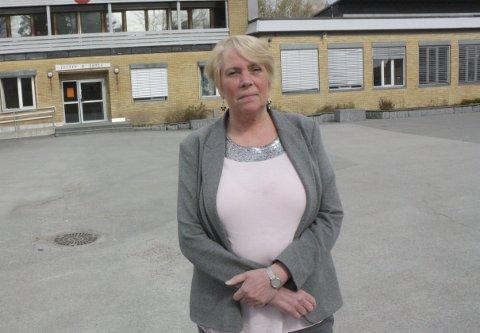 REKTOR: – Vi strever med lekkasjer og dårlig ventilasjon, sier Tveten-rektor Kirsten Hansen. Hun er på vegne av elever og lærere superfornøyd med at kommunen går videre med ny ungdomsskole.