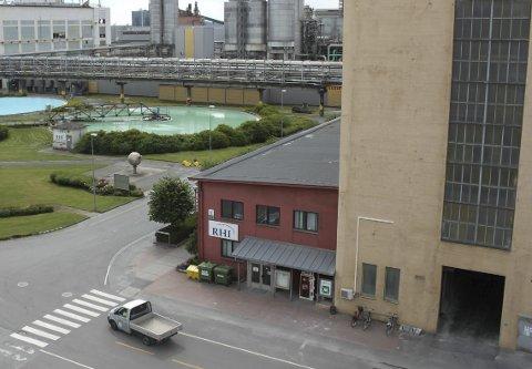Koronakrise: 95 ansatte ved RHI Magnesita i Herøya industripark er berørt av permitteringer som følge av koronakrisen. De ansatte fikk varslet tirsdag denne uken.
