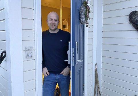 I KARANTENE: Rektor Tor Gjermund Midtbø ved Myrene skole er ved godt mot, selv om han må ha hjemmekonto. Fire elever ved skolen har fått påvist koronasmitte.