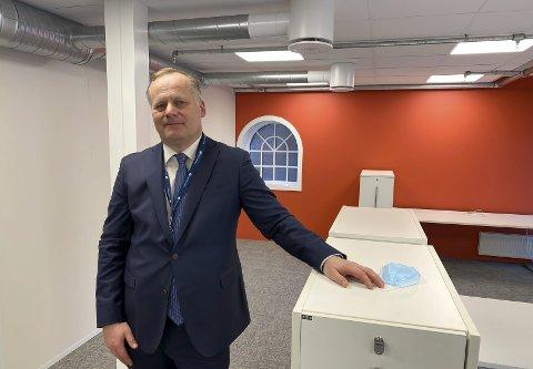GLEDER SEG: Direktør Trond Rønningen for Forbrukertilsynet gleder seg til å ta i bruk kontorene for alvor når det blir rom for det. Onsdag var lokalene ganske tomme, da de fleste ansatte har hjemmekontor.