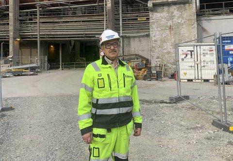 PARADOKSALT? Karbonfangstprosjektet ligger i planene for Norcem. Samtidig bruker de fortsatt dieseltog til steintransport. Banen er elektrifisert, men de mangler togene. – Vi vil presse på for å få elektrifisert, men det kan ikke koste hva som helst, sier fabrikksjef Per Ole Morken.