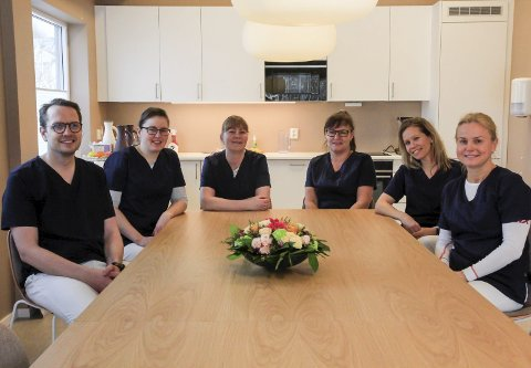 ET STØDIG TEAM: Fra venstre: Arild S. Pedersen, Cindy Lund, Tonje Øia, Annette Fjerdingøy, Kari Aarhus Kinn, Anne Mathea Brobakken ved Porsgrunn Legesenter.