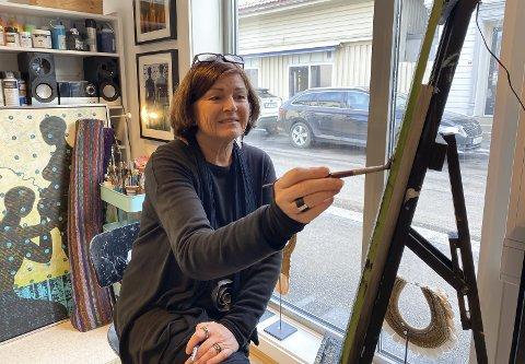 TILBAKE PÅ OSEBRO: Hun har holdt til i Osebrostrøket i mange år gjennom sitt kunstnerliv, men har de siste årene hatt galleri på St. Joseph. Nå har Else Ljådal kommet hjem.