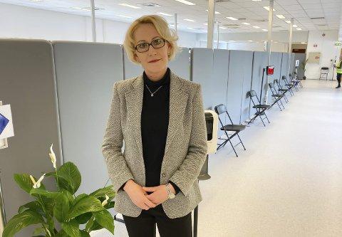 MINDRE PÅGANG: Vaksinekoordinator Lene Lindflaten sier at færre ringer og bestiller vaksine.