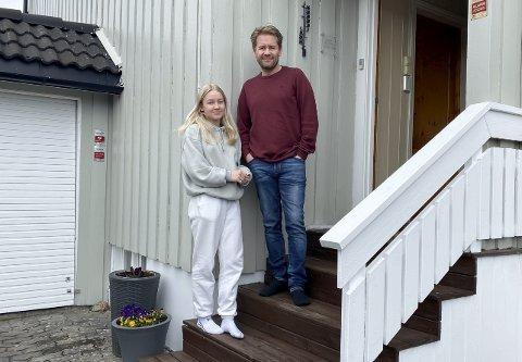 I ISOLASJON: Jenny Pettersen (15), faren Tommy og broren sitter i isolasjon etter at hun fikk påvist korona tirsdag. Alle personer de har truffet i dagene før Jenny fikk påvist smitte sitter i karantene eller ventekarantene. Over tusen porsgrunnsfolk er i samme situasjon etter at smitteøkningen i Grenland den siste uka.