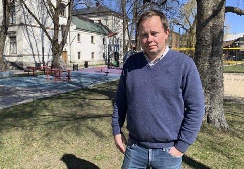 Ordfører Robin Kåss stusser på at han ikke hørte noe fra Høyre tidligere i uka da vedtaket til rådmannen ble sendt ut til medlemmene i formannskapet.