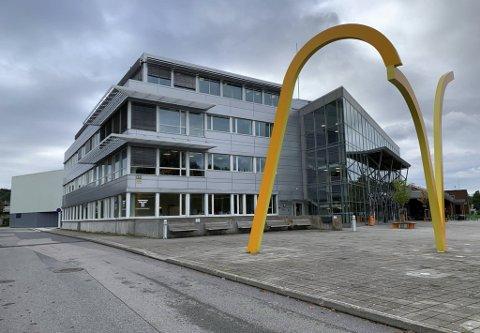 Fikk ikke leie: Fylkeskommunen fikk ikke leie Porsgrunn Arena i Kjølnesparken i tre uker slik som de hadde snakket om. Nå ser de at kommunen dekker de investeringene de har gjort i forbindelse med eksamen.