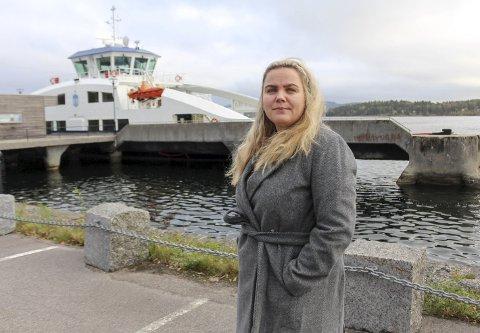 HER LIGGER FERGA: Stamland ble med PD for å se på den nye ferga der den ligger i opplag ved NATO-kaia i Bamble. Kritikken mot prosess og anskaffelse av ferge med plass til 80 passasjerer og 16 biler øker.