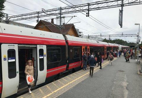 STENGES: Arbeid på strekningen Oslo S – Rygge gjør at det settes opp buss for tog i sommer.