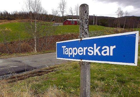 OMKLASSIFISERING: På Tapperskar slutter fylkesveien. Lenger opp går det en vei til Jordbru som er kommunal. Den er en av mange veier som kan bli omklassifisert. I Rana kommunes økonomiplan 2016–19 er veien til Jordbru en av fem som er nevnt som mulig privat vei, men det skal kun være eksempler.Foto: Geir Vea