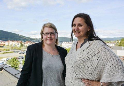 Ikke fornøyd: Cathrine Hauknes Lundenes (t.v.) og Hilde Rønningsen vil ha flere barnehager og kortere ventelister på barnehageplass i Rana. Foto: Kenneth Haagensen Husby