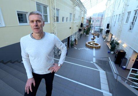Polarsirkelen videregående skole Mjølan stengt etter bombetrussel på Jodel. Ass rektor Børge Falck Olsen