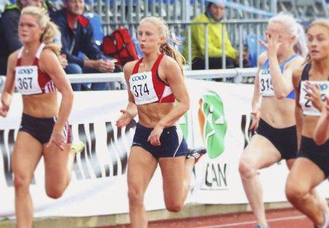 Pause: Helén Alterskjær Strand hadde gode tider på 60, 100, 200 og 400 meter, men denne sesongen har hun ikke fått konkurrert siden påske. Foto: Privat