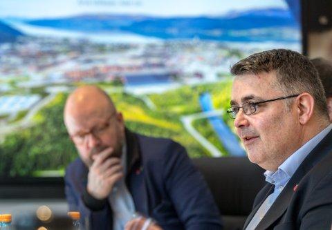 Olje- og energiminister Kjell-Børge Freiberg, her på besøk i Mo Industripark, mener det ikke er sammenlignbart å bygge ut på land, og til havs.