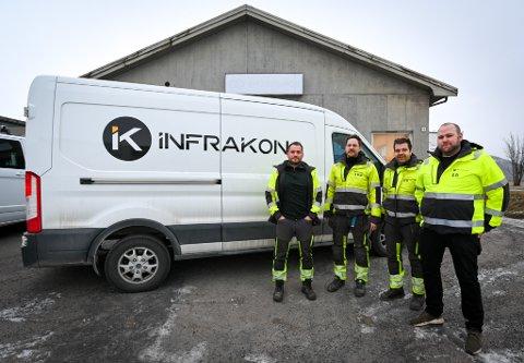 Infrakon leier lokaler inne på industritomta. Her er de fire eierne, Marius Reinsnes (f.v), anleggslederne Tor Martin Michaelsen og Robin Hanssen, og daglig leder Sondre Rødsand.