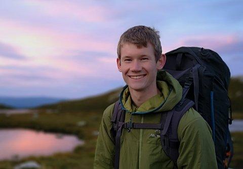 ADVARER; Kristoffer Myklebust studerer master i informatikk og ber folk nå være ekstra oppmerksomme på nettsikkerhet.