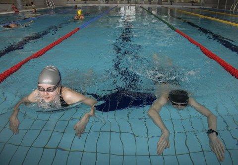 Eline og Theodor Myklebusthaug er to av svømmerne i Ringerike svømmeklubb som viser stor fremgang.
