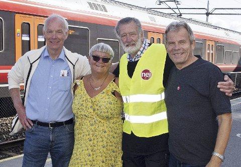 ALTERNATIV:- Vi er alternativet! F.v. Per Olaf Lundteigen (Sp), Marianne Nyland (Rødt), Carl-Fredrik Hansen (Buskerud Nei til EU), Arne Nævra (SV). Foto: Nei til EU