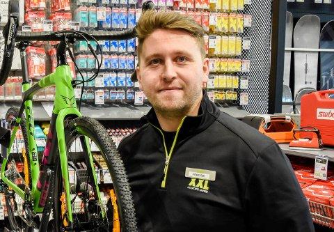VAREHUSSJEF: Fredrik Byman er varehussjef hos XXL i Hønefoss.