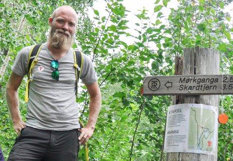 STORE TALL: Tom-Erik Bakkely Aasheim forteller oom så mange som 9.000 som har gått på stien mot Mørkgonga og Skardtjern hittil i år.