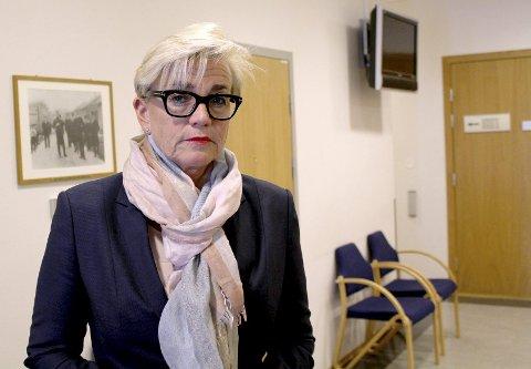 REAGERER: Gunhild Lærum reagerer på behandlingen hennes klient – den siktede barnemoren – har fått av politiet.Foto: Espen Børrestuen