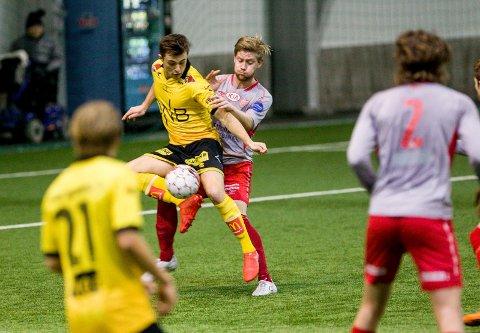 NY SJEF: Kristian Jahr, her i duell med LSKs Tobias Gran, blir Strømmens kaptein i 2018. FOTO: TOM GUSTAVSEN