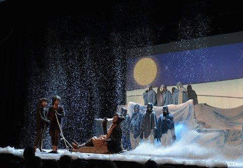 Suksess med juleforestilling: «ReinStyr» med Eidsvoll amatørteater var en publikumssuksess før selve premieren, og det er liten tvil om at oppsetningen gir teatret et solid overskudd. Foto: Remi Presttun