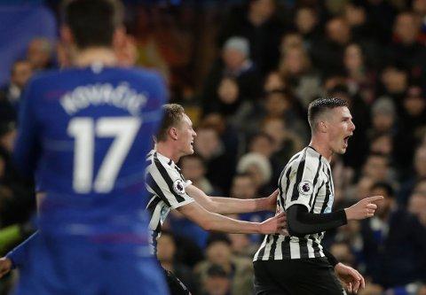 ETTERTRAKTET: Newcastles Sean Longstaff (til venstre) skal være i søkelyset til Ole Gunnar Solskjær og Manchester United. (AP Photo/Matt Dunham)
