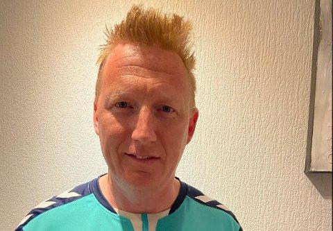LEIT: Jannik Holm har i flere år trent 06-laget for Lørenskog Håndball. Han forteller om barn som stadig blir mindre motivert av at de ikke får være med på treninger.