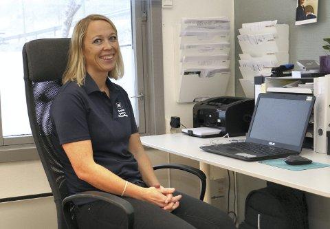 PÅ PLASS: Fysio- og manuellterapeut Randi Vatna har funnet seg til rette i Spikkestadveien 95 i Røyken sentrum.