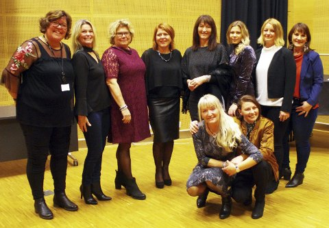 SPREKE DAMER: Marit Vannebo, Nina Lauritzen og de åtte lokale mannekengene. ALLE FOTO: PER D. ZARING