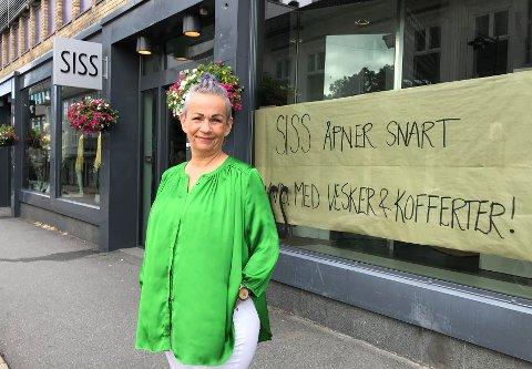 SATSER PENGER OG TID I STORGATA: Siss Aasen åpner en ny avdeling for vesker og kofferter i tillegg til hennes klesbutikk. Lokalene økes fra 120 kvadratmeter til 200.